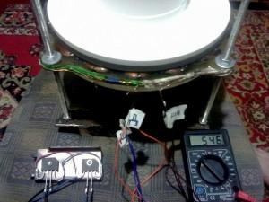 Вид готового генератора с показателями мультимера
