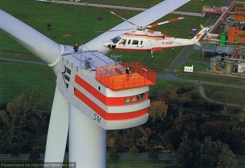 Вертолет над ветротурбиной